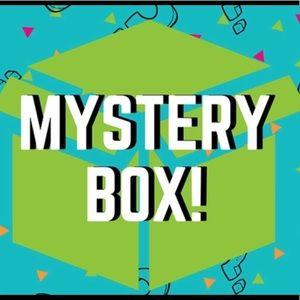 Accessories - 💕📦$6 fashion/ beauty mystery box! 📦💕